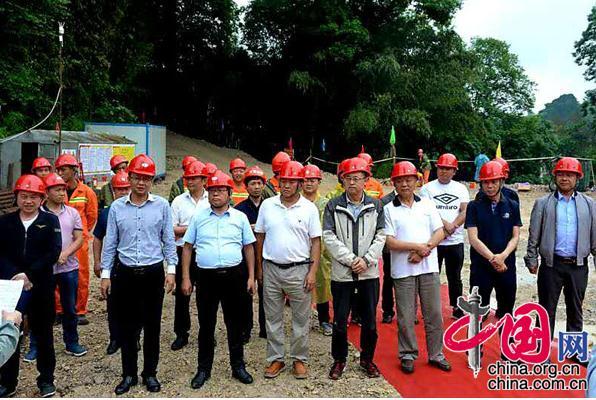 贵州松桃县地热井开钻开工仪式在苗王城举行