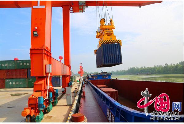 江苏徐州市睢宁县沙集港正式开通集装箱航线